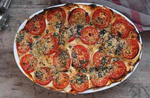 Gemüse Lasagne mit Tomaten Parmesan Topping